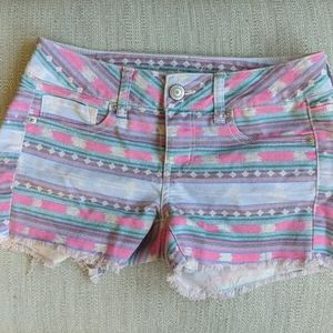 AE patterned shorts